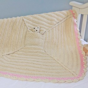 Empress Arts Knit Blanket With Bear - Pink